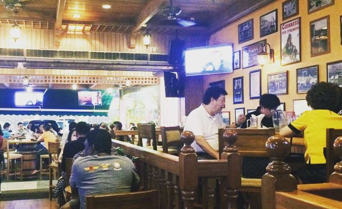 Healy Macs Irish Bar & Restaurant Photo 3